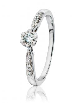 <p><b>Diamantring - Gullsmedbutikken AS</b></p><p><strong>4 649 ,-</strong> </p>